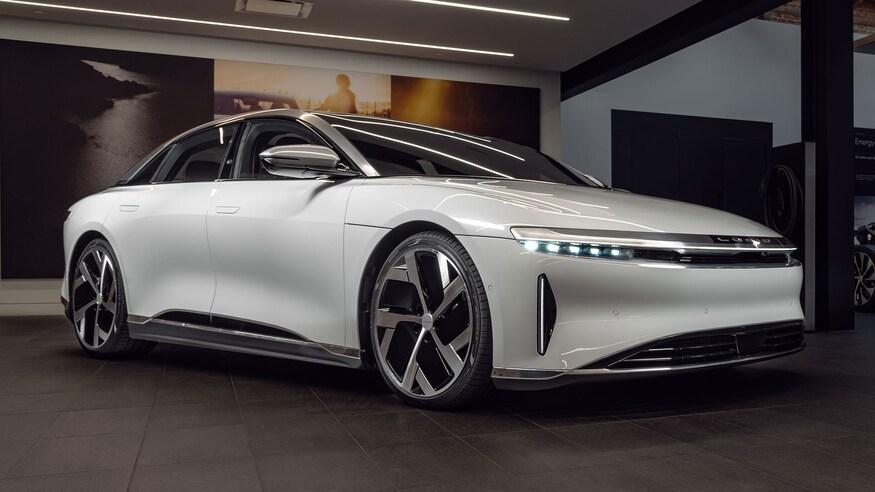 Конкурент Tesla: стартап Lucid Motors презентував свій перший електромобіль